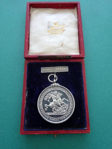 St George's In The East Infirmary Training School For Nurses,cased silver Nurses Medal